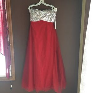 Dresses & Skirts - Strapless Sequin Top Red Tulle Skirt Gown
